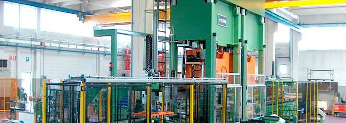 Línia de producción para la envoltura de un lavavajillas